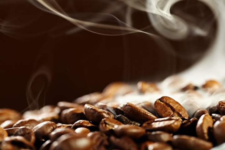 Grãos de café usados como gasolina