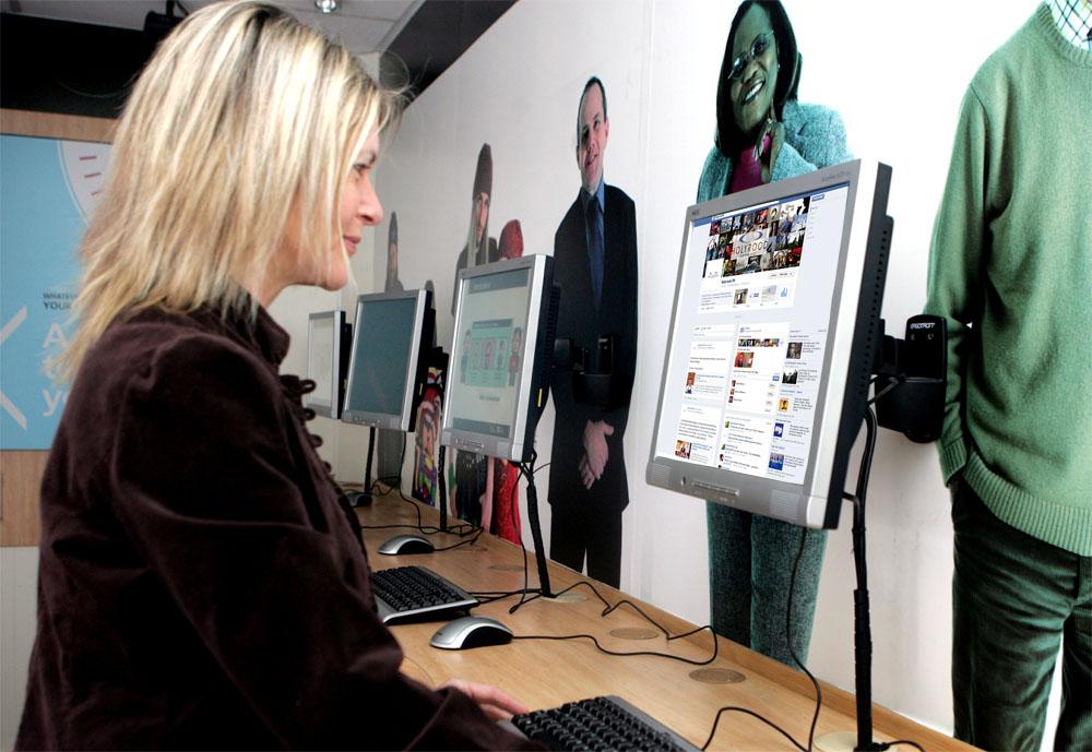 Using a social neetwork on a desktop PC