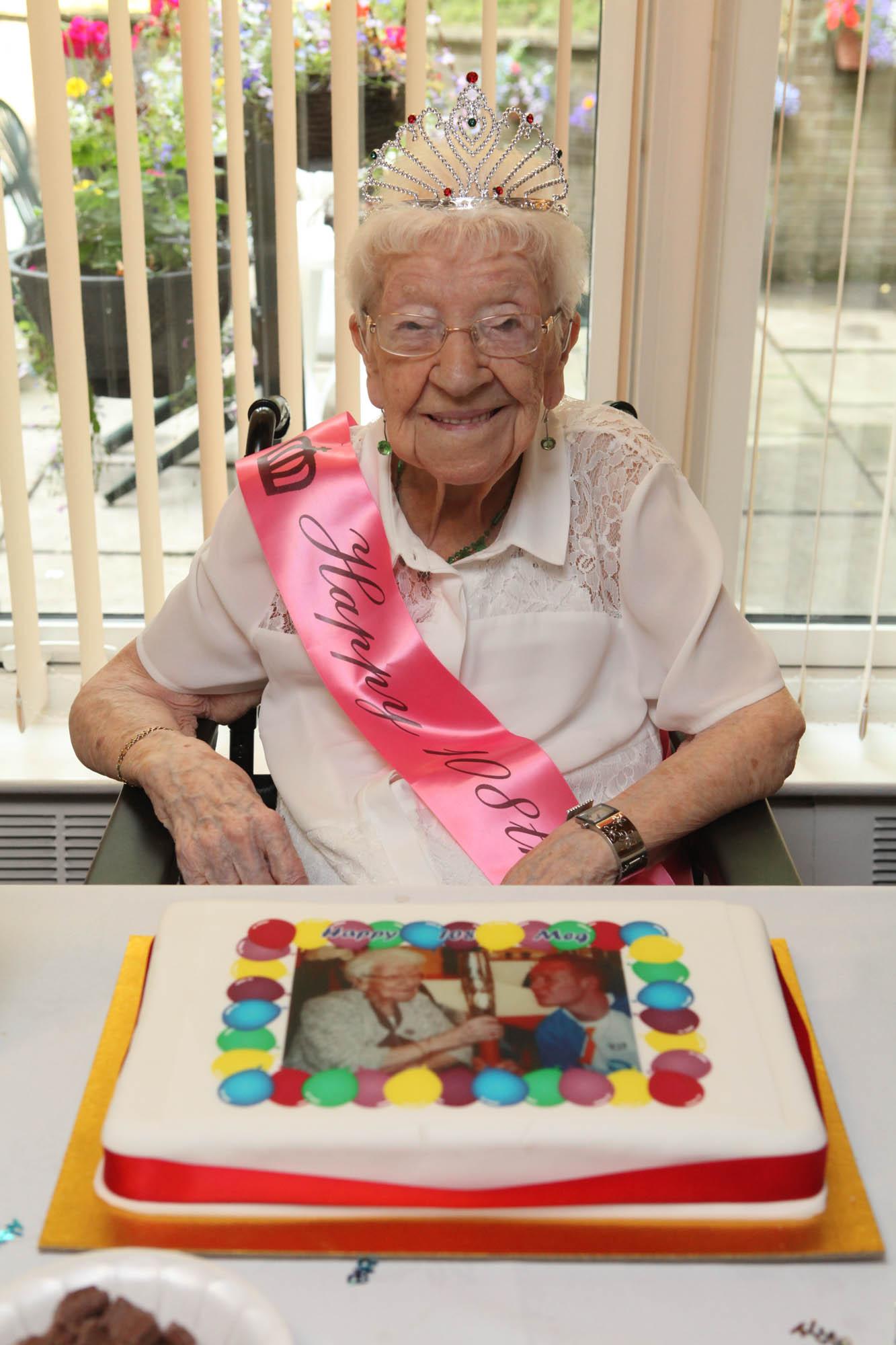 Bield Meg melvin 108th Birthday Dundas Court-6129