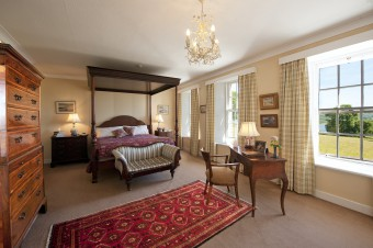 Dunmore House Bell Ingram FOUR POSTER BEDROOM  SMALL-USE