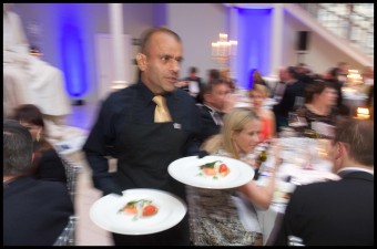 MANDATORY CREDIT: PIC - ROB MCDOUGALL Waiter poses for food and drink PR story
