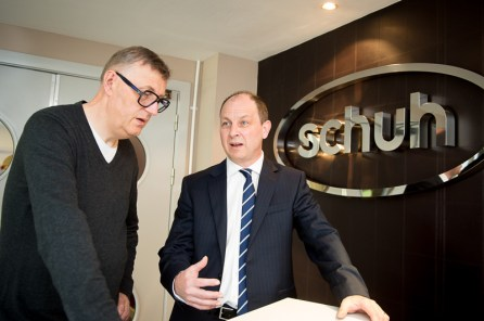 Colin Temple and Alan Munro discussing supplier switch (c) Wullie Marr/HPR For pic details, contact Wullie Marr........... 07989359845