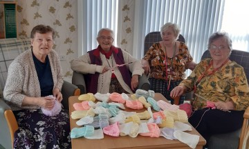 Retirees knit over 50 hats for premature babies - Charity PR