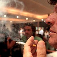La ley antitabaco reduce un 90% las toxinas en los bares
