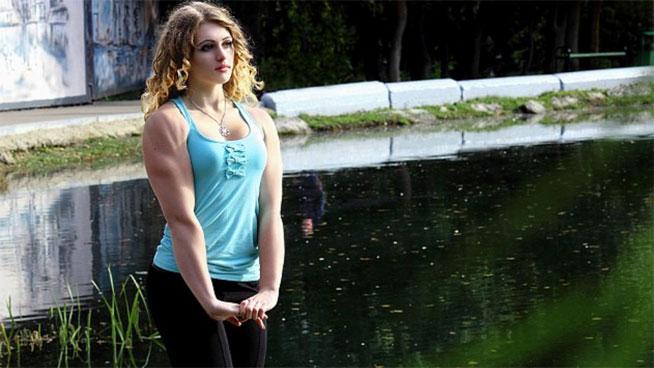 Julia Vins: la chica con cara de Barbie y cuerpo de Hulk