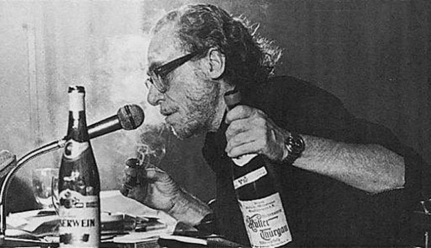 Las 10 mejores citas de Charles Bukowski sobre el alcohol y la virtud de estar borracho