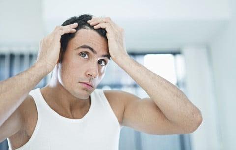¿La suplementación de creatina puede provocar la caída del cabello?