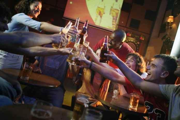 El alcohol está pasado de moda. Así es el nuevo 'botellón'