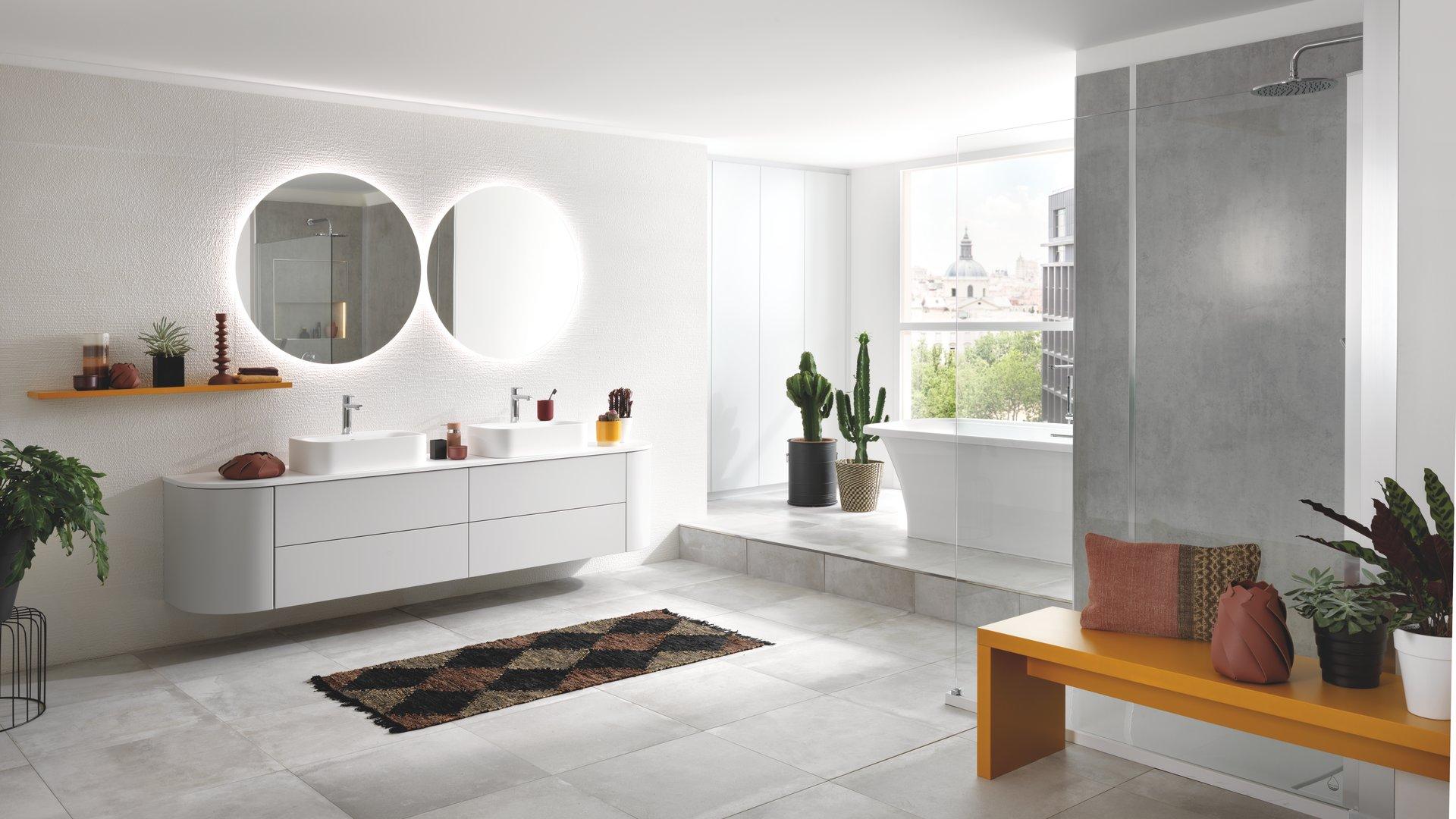 salle de bains blanche et grise schmidt