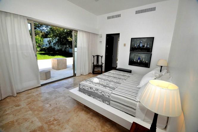 casachina blanca bedroom-courtyard