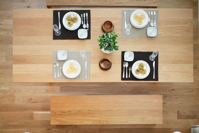 minimalist dining table
