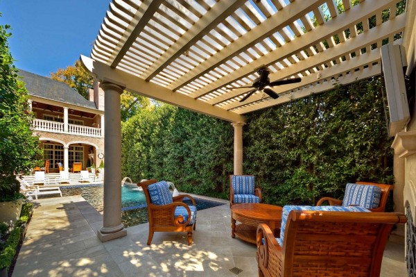 Outdoor Living Space 13