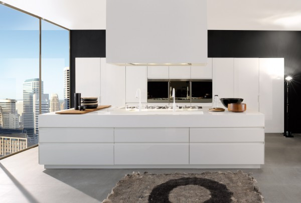 This large white island serves provides plenty of preparation and cooking space as there are no surrounding kitchen counters.