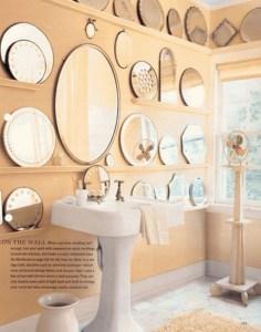 鏡をいくつも並べて飾る