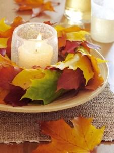 落ち葉で飾る秋のキャンドル