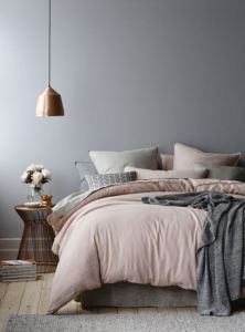 Bedroom-with-copper-details-and-blushy-pink-sheets-via-Derek-Swalwell