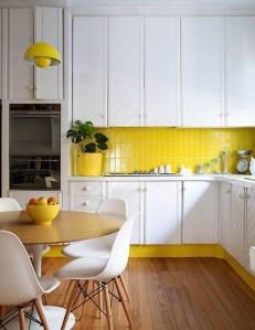 キッチンの黄色なアクセントカラー