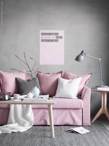 ピンクとグレーのコーディネート