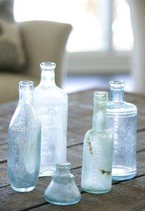 ガラス瓶を使ってナチュラル感のあるディスプレイ