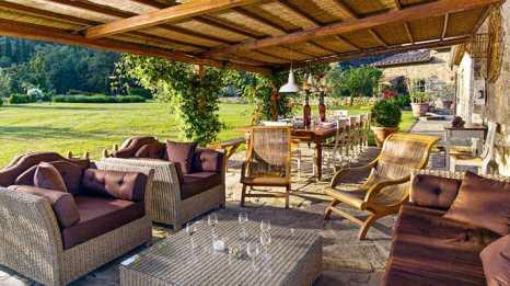 Rustic and Romantic Patio Design