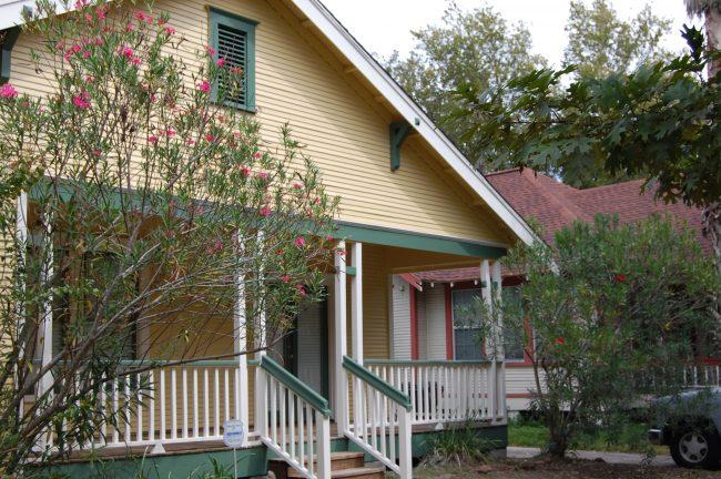 http://www.homeadvisor.com/r/5-myths-about-attic-ventilation/#.WQUQ21PyvVo