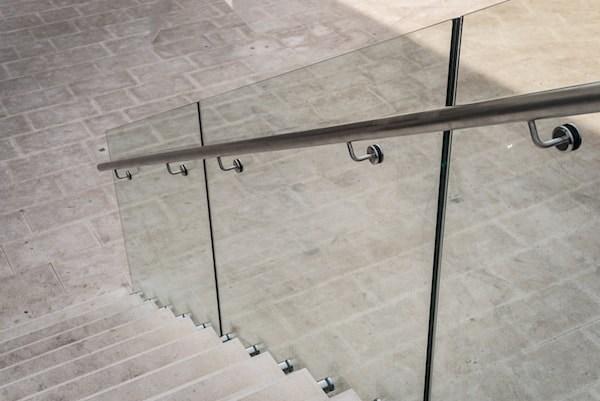 2020 Glass Deck Stair Railing Costs Per Foot Homeadvisor   Frameless Glass Stair Railing   Metal   Contemporary   Seamless Glass   Glass U Shape   Detail