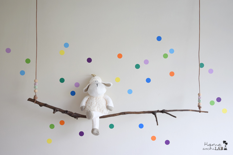 KIDS' DECORATION: A SHELF SWING An easy DIY with a branch to sit all their teddy bears