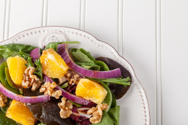 Orange salad with red onions and walnuts