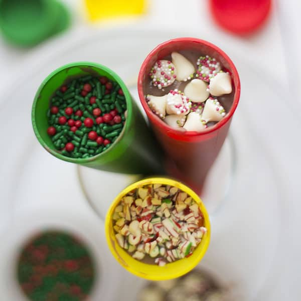 decorating-fudge-pops-Christmas-caroling
