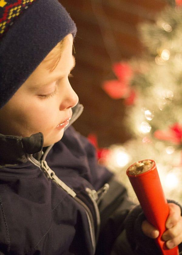 homemade-fudge-pop-Christmas-caroling