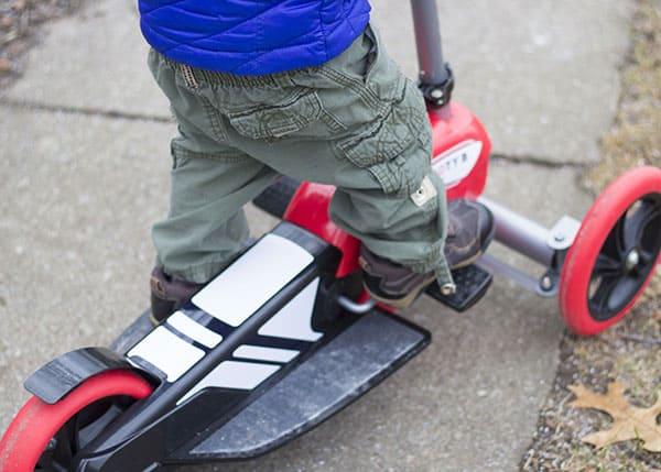 toddler-pumping-scootyb