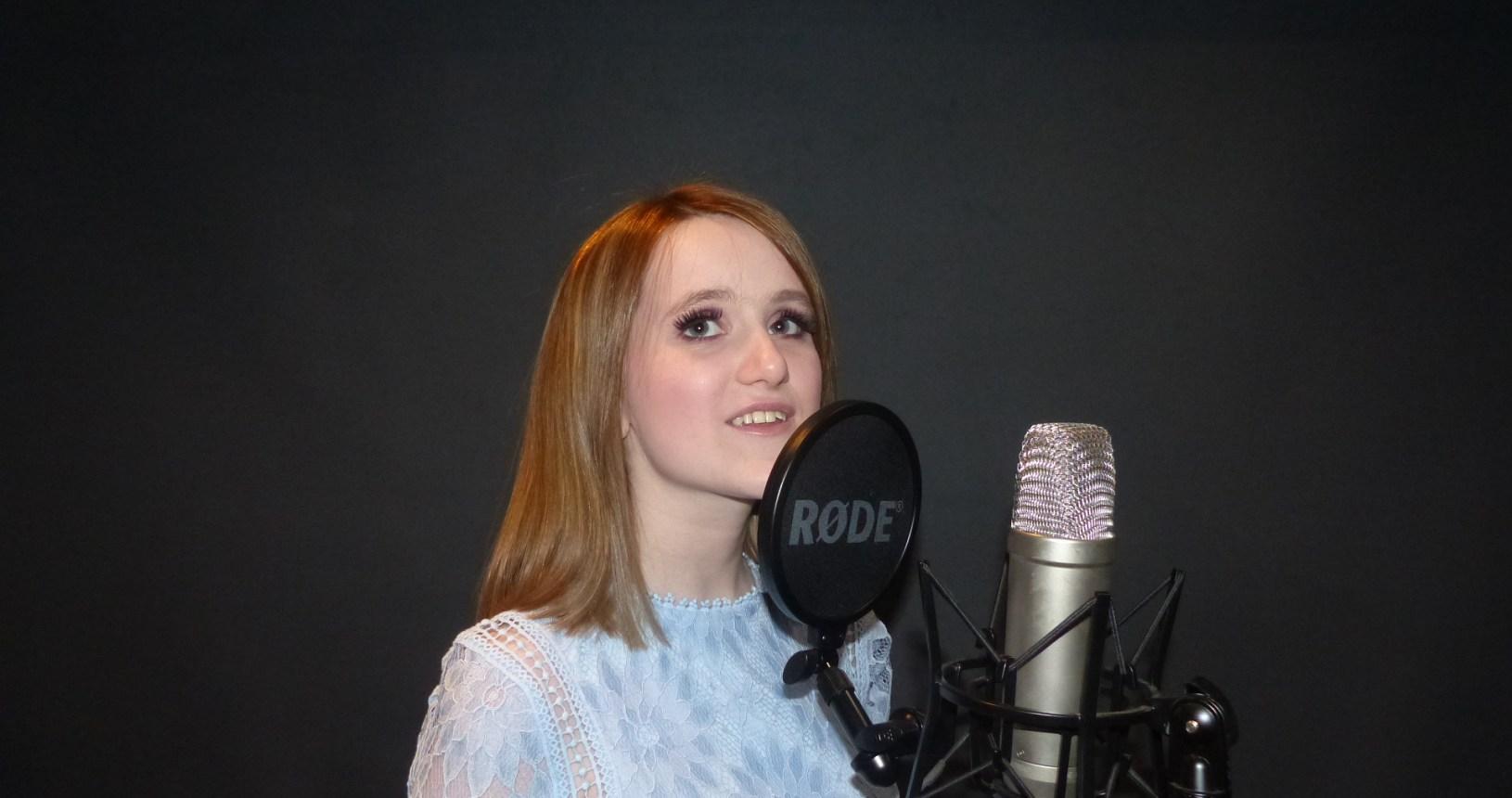 Ellie McGuire Slide Pic 7