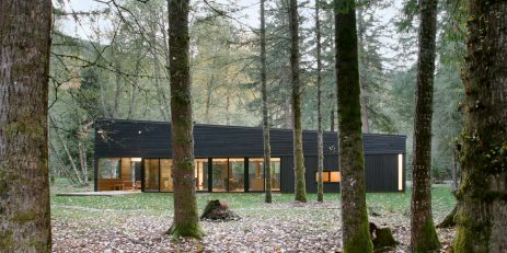 4-Courtyard House on a River-MW