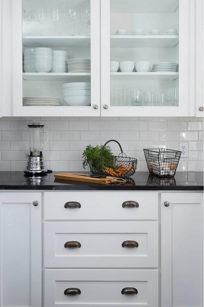 Farmhouse Interior Design Ideas - Home Bunch Interior ... on Backsplash For Black Granite Countertops And White Cabinets  id=62762