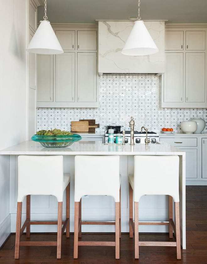 Benjamin Moore 968 Dune White. Apartment Kitchen Paint Color Benjamin Moore 968 Dune White. Benjamin Moore 968 Dune White. Benjamin Moore 968 Dune White #BenjaminMoore968DuneWhite #BenjaminMooreDuneWhite #apartment #kitchen #paintcolor Andrew Howard Interior Design