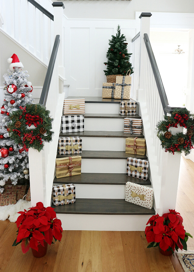 Easy Stairway Christmas Decor Ideas Easy and fast Stairway Christmas Decor Ideas #EasyStairway #ChristmasDecor #ChristmasDecorIdeas