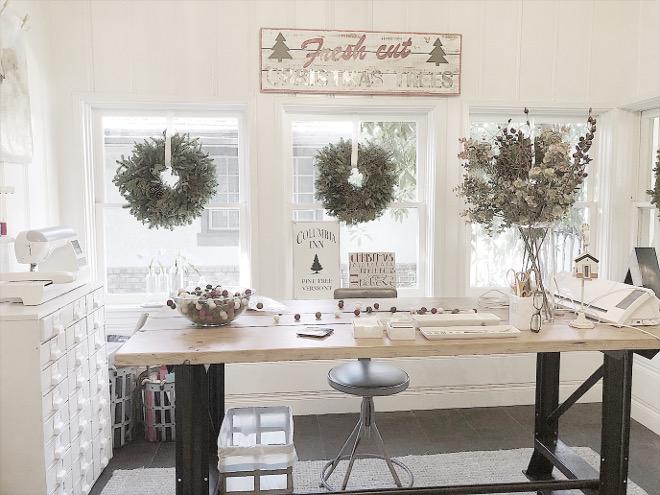 Craft Room Christmas Decor Craft Room Christmas Decor #CraftRoom #ChristmasDecor