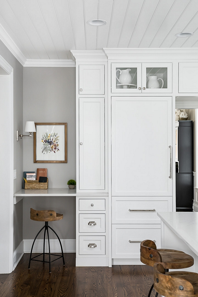 Kitchen Desk Kitchen Desk A custom small desk with quartz countertop is tucked in the corner of this kitchen to make things easier and practical #kitchen #desk
