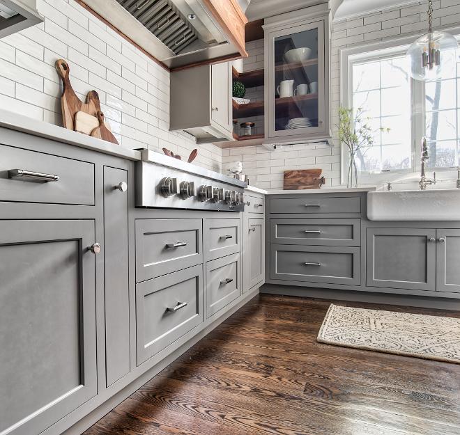 Grey kitchen cabinet paint color Grey kitchen cabinets source on Home Bunch Grey kitchen cabinet #Greykitchen #cabinet #Greykitchencabinet
