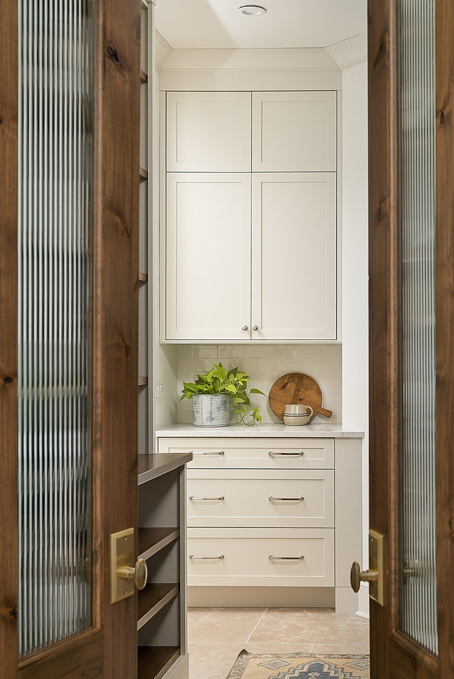 Benjamin Moore Classic Gray Kitchen Cabinet Paint Color Benjamin Moore Classic Gray is a great grey for cabinets and work perfect with white quartz countertop Benjamin Moore Classic Gray #BenjaminMooreClassicGray