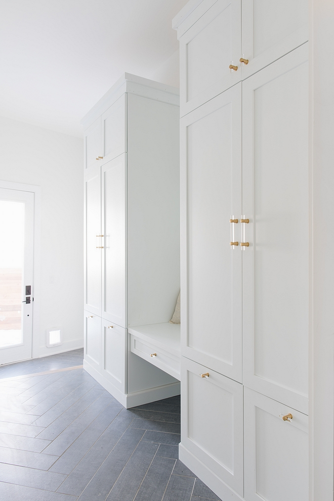 Sherwin Williams Extra White Mudroom cabinet paint color Sherwin Williams Extra White with acrylic and brass hardware Sherwin Williams Extra White #SherwinWilliamsExtraWhite