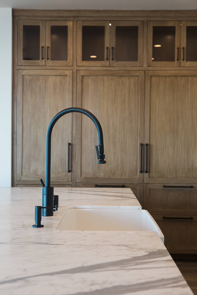 Matte Black Kitchen Faucet Matte Black Kitchen Faucet with farmhouse sink and white marble countertop Kitchen Matte Black Kitchen Faucet #MatteBlackKitchenFaucet
