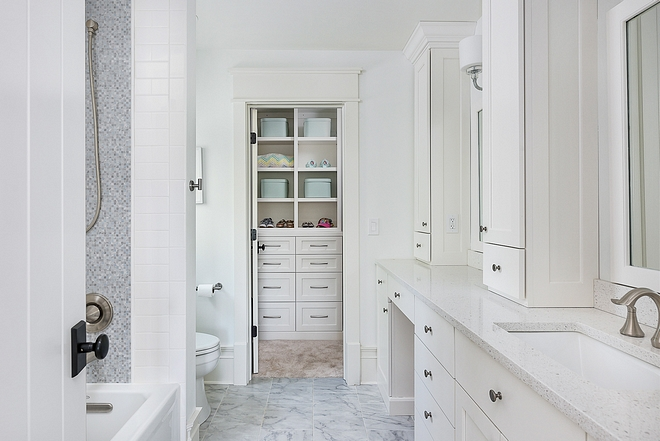 White Dove by Benjamin Moore OC-17 Bathroom cabinet White Dove by Benjamin Moore OC-17 White Dove by Benjamin Moore OC-17 #WhiteDoveBenjaminMoore #OC17 #bathroom #cabinet
