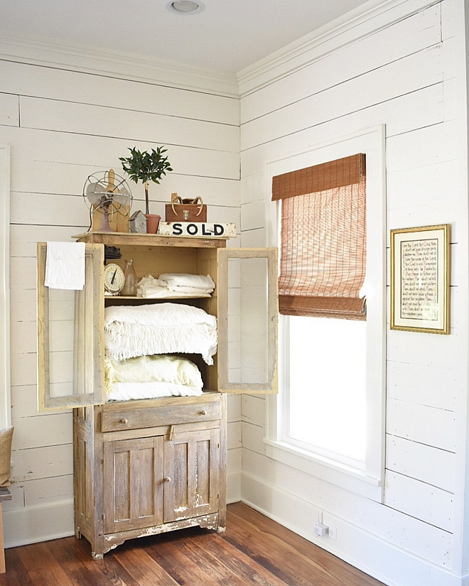 Snowbound SW 7004 by Sherwin Williams Snowbound SW 7004 by Sherwin Williams paint color on shiplap walls Snowbound SW 7004 by Sherwin Williams #SnowboundSW7004bySherwinWilliams