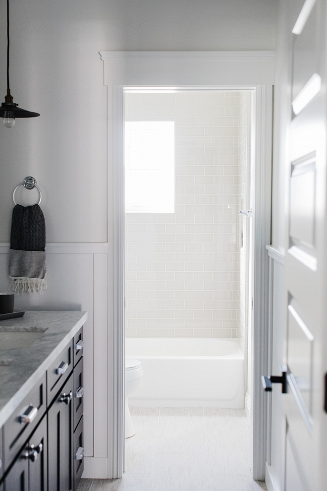 Jack-and-Jill bathroom A door separating the shower/tub brings some privacy to this shareable Jack-and-Jill bathroom #JackandJillbathroom