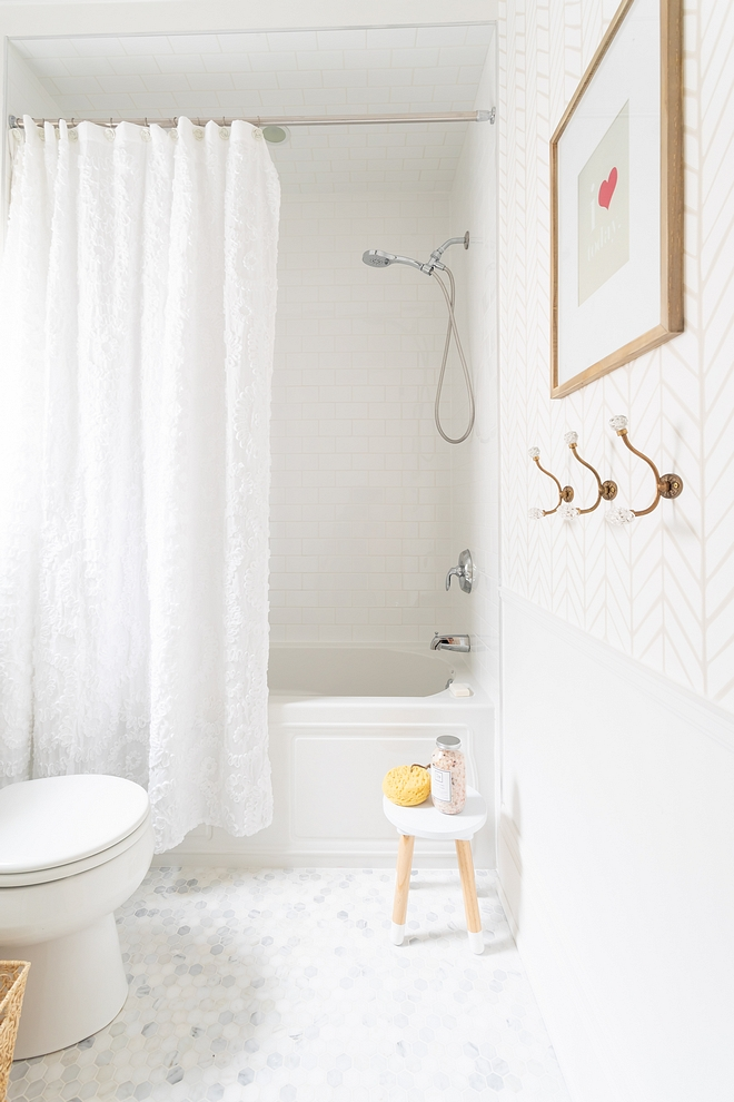 Benjamin Moore Chantilly Lace Wainscoting is painted in Benjamin Moore Chantilly Lace Bathroom Wainscoting #BenjaminMooreChantillyLace #bathroomwainscoting #wainscoting #paintcolor