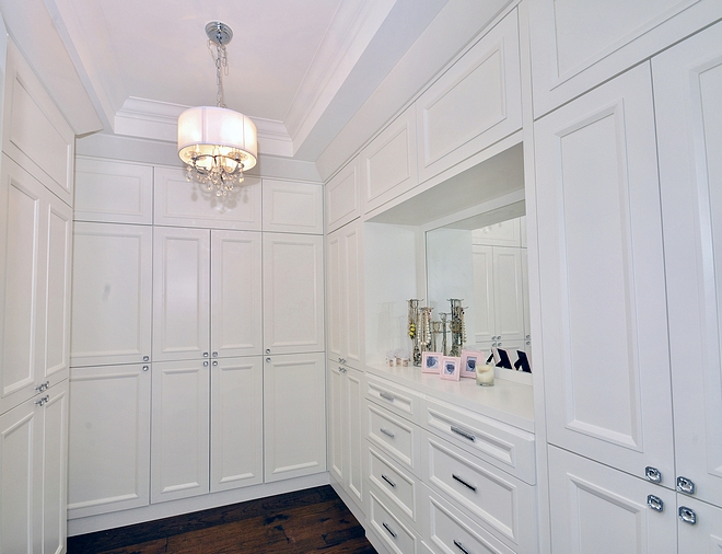 Custom Closet cabinets Colour Benjamin Moore Simply White
