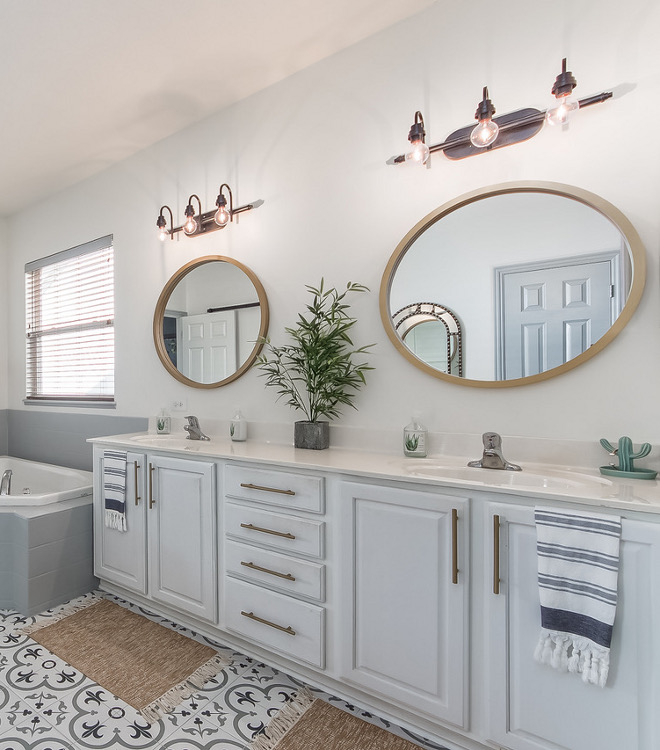 Chantilly Lace by Benjamin Moore How to paint Bathroom Vanity Cabinet Vanity is painted in Chantilly Lace by Benjamin Moore #ChantillyLaceBenjaminMoore