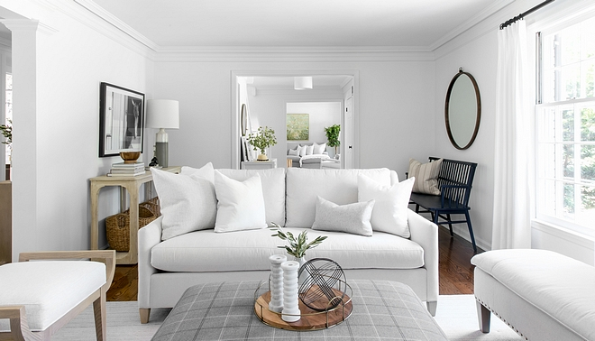 Living room divided in two areas Bringing the seating pieces closer to the fireplace make this room feel cozier and more inviting