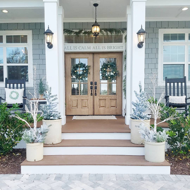 How to Decorate your Porch for Christmas How to Decorate your Porch for Christmas in 2018 How to Decorate your Porch for Christmas #Howto #HowtoDecorate #Porch #ChristmasPorch #Christmasporchdecor